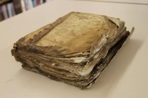 Llibre abans de la restauració